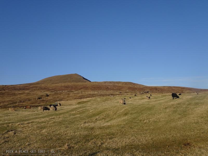 Isole Faroe, passeggaita da Sandavagur alla roccia Trollkonufingur