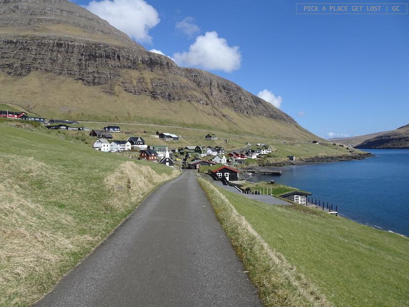 Road to Gásadalur. Bøur