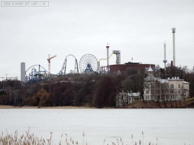 Helsinki. Parco divertimenti Linnanmäki visto dalla Baia di Töölö