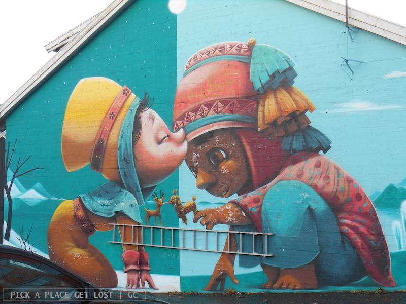 Street art a Bodø. Animalito, A Kiss Between Cultures